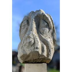 Dac - sculptură în piatră, artist Liviu Bumbu