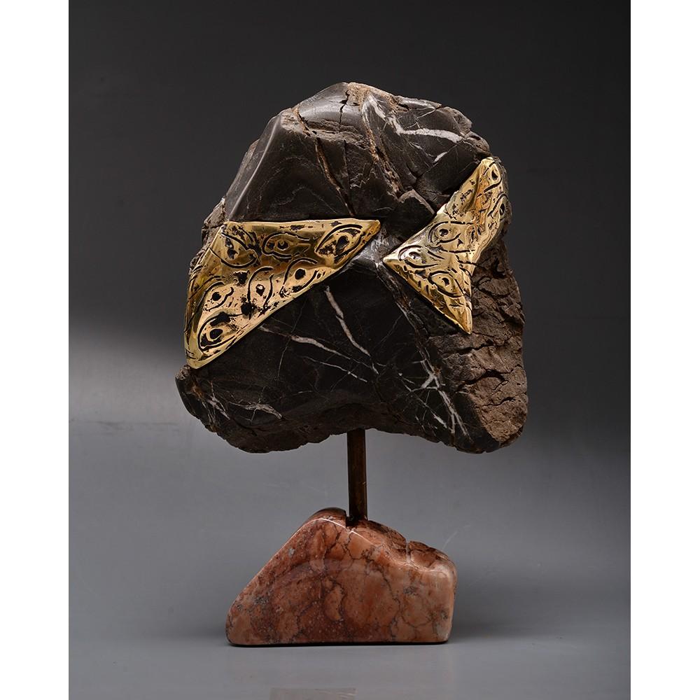 Ochii din piatră - sculptură în piatră,bronz, artist Liviu Bumbu