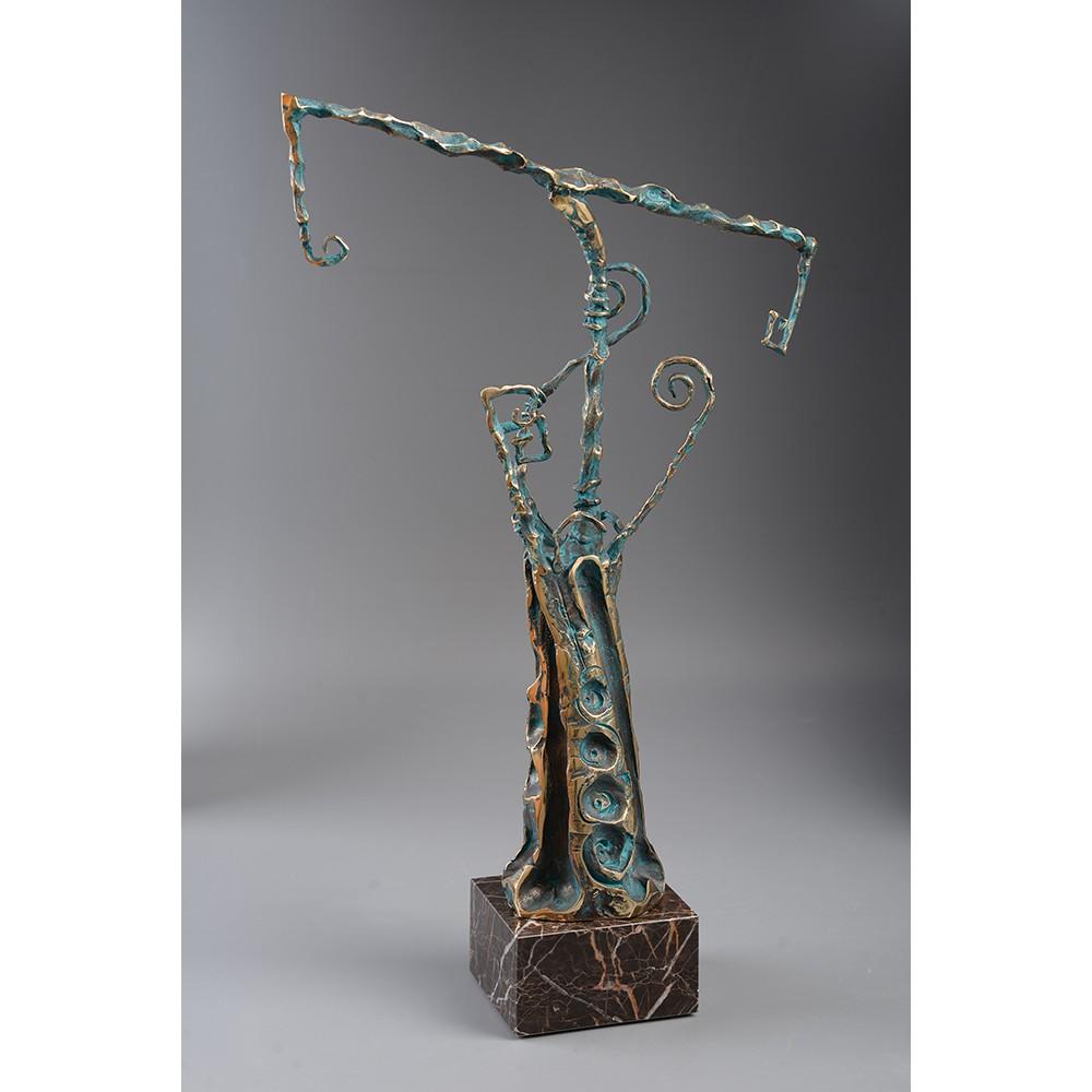 Cumpăna - sculptură în bronz, artist Liviu Bumbu